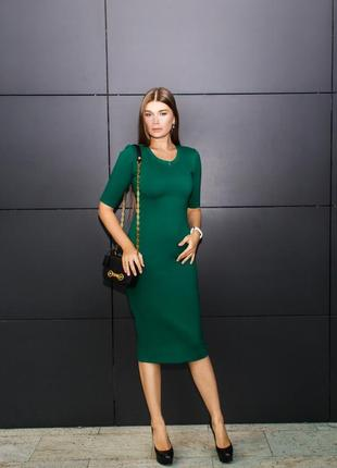 Зелёное трикотажное платье