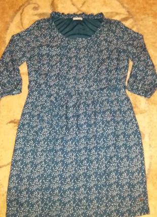 Красивое платье цвета морской волны