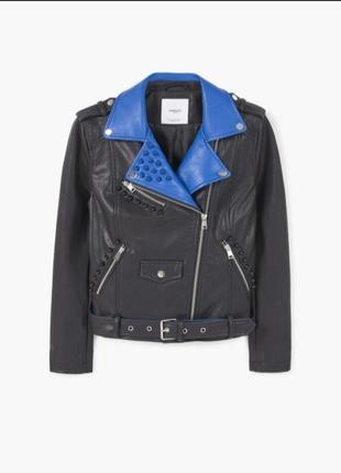 Черная куртка косуха из эко кожи с синим воротником