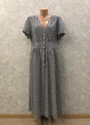 Длинное платье в клетку на пуговицах