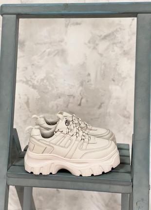 Кроссовки бежевые на массивной подошве
