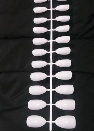 Комплект накладных ногтей 24 шт белого цвета