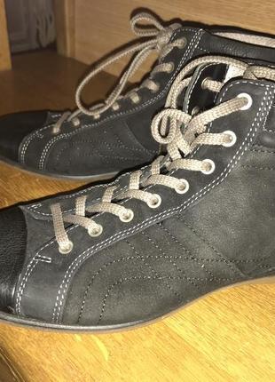 Кожаные новые ботинки ecco, 37
