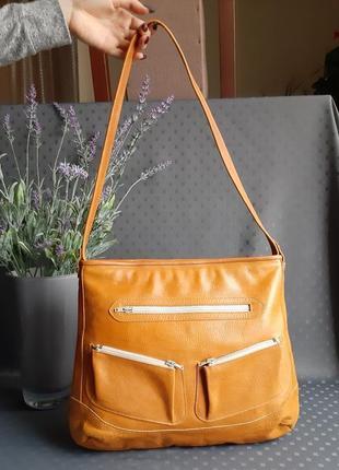 Кожаная красивая вместительная сумка
