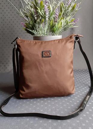 Красивая коричневая сумка кроссбоди фирмы carpisa