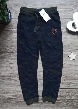 Спортивные штаны милитери камуфляж m&s 8-9 лет.