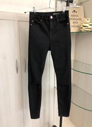 Чёрные скинни джинсы на высокой посадке от asos xs размер с порезами на коленях
