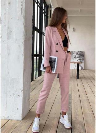 Нереально крутой розовый брючный костюм в клетку ❤