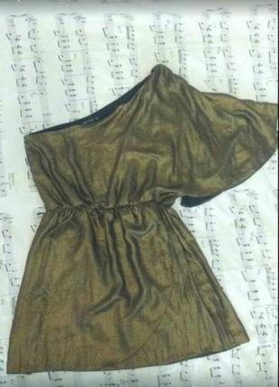 Эффектное золотистое коктейльное вечернее платье