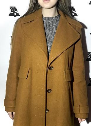 Пальто горчичного цвета