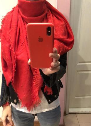 Ярко-красный палантин lv