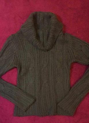 Вязаний свитер с широкой горловиной