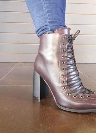 Демисезонные ботинки цвета марсала