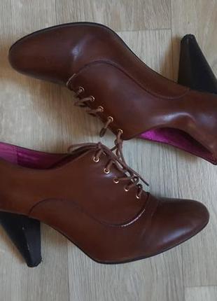 Новые женские ботинки на каблуке туфли на шнурках сапоги