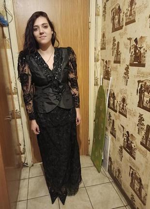 Роскошный,нарядный,вечерний костюм-двойка: гипюр, юбка с баской в пол,жакет
