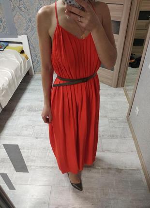 Шикарное актуальное плиссированное платье миди