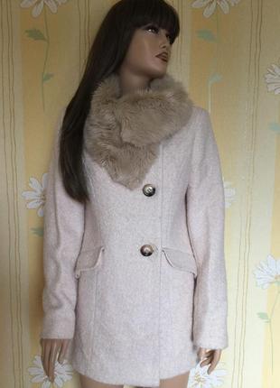 Пальто деми букле пудрового цвета с меховым воротником f&f 12 размер