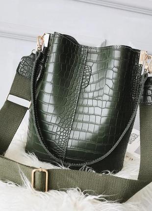 Сумка женская большая стильная сумка мешок под рептилию на ремне зеленая