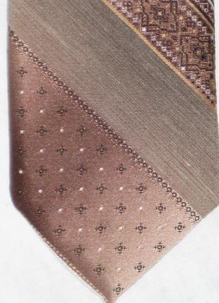 Красивый галстук в полоску