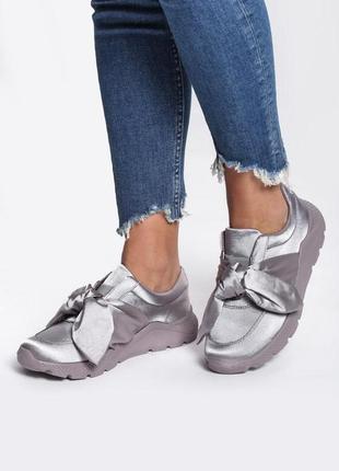 Новые шикарные женские серые кроссовки