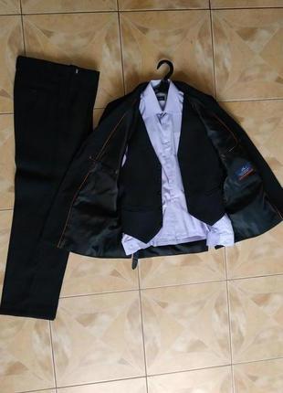 Школьный костюм 10-12 лет (пиджак+брюки+рубашка+жилетка)