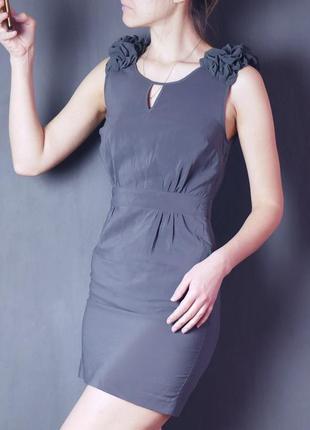 Нарядное платье с красивыми плечиками