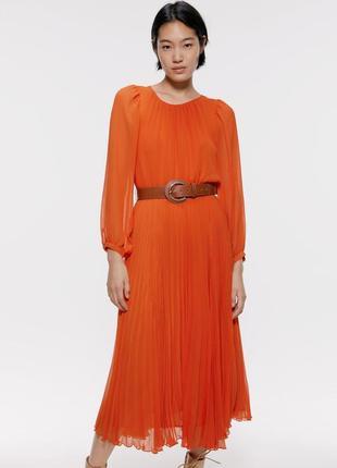 Платье с плиссировкой от zara