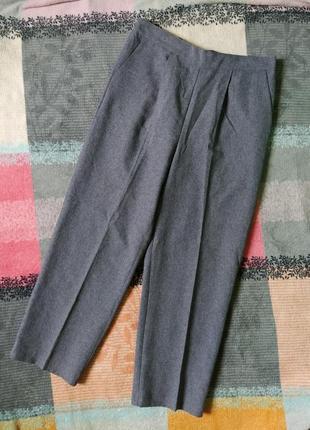 Серые классические брюки на резинке с карманами