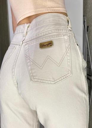 Высокие бежевые плотные джинсы мом wrangler