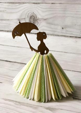 Салфетница мерседес красавица из дерева в пышном платье из салфеток