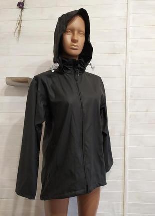 Супер классная  курточка для пробежек и от непогоды s\m