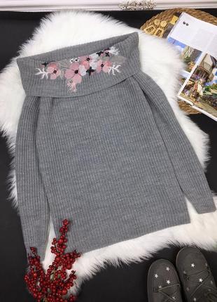 Шикарный вязаный свитер с вышивкой