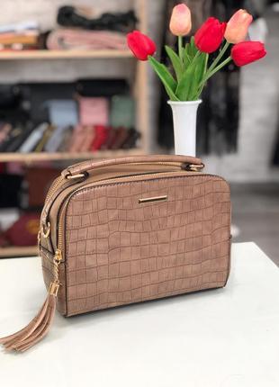 Стильна сумочка в наявності