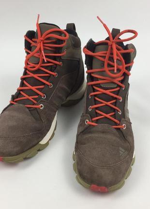 Зимние трекинговые ботинки фирмы adidas