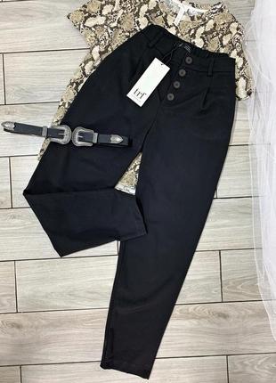 Чорні брюки з актуальними гудзиками від zara
