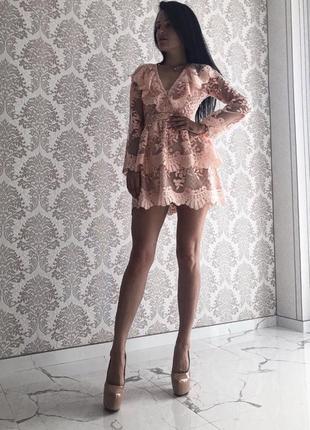 Женское платье с гипюра