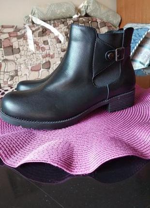 Весенние ботинки новые р. 39