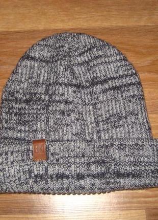 Фирменная теплая шапка на 10-12 лет
