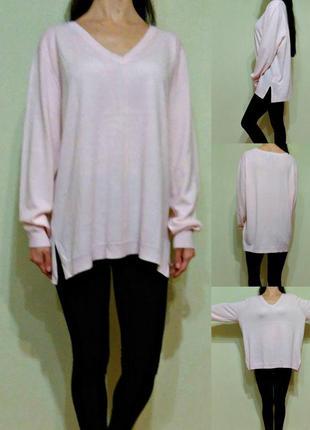 Нежно-розовый легкий свитер свободного кроя