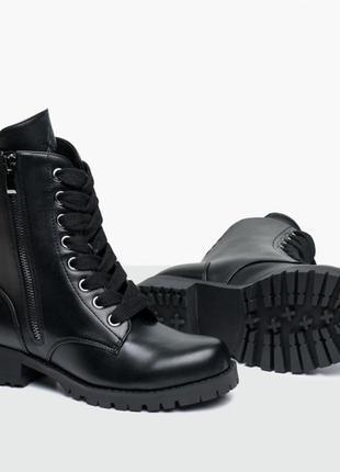 Черные стильные ботинки деми на широком каблуке бренд capezio