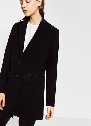 Чёрное пальто со вставками из кожзама zara