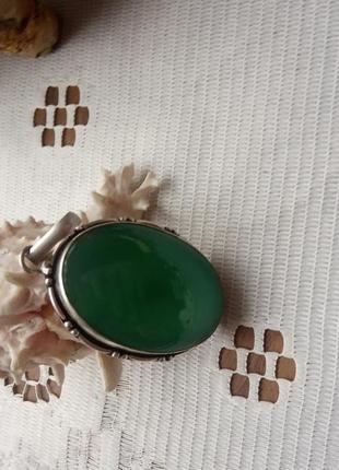 Кулон с зеленим камнем