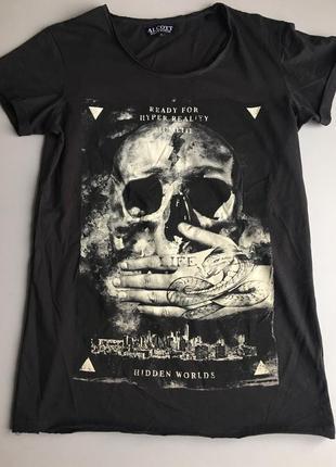 Крутая черная футболка с черепом alcott