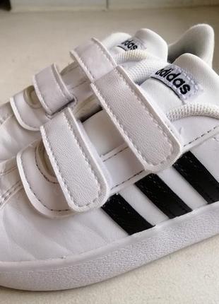 Фирменные кроссовки adidas 23-24р.