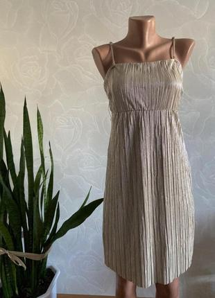 Коктейльное золотое платье vila можно на выпускной