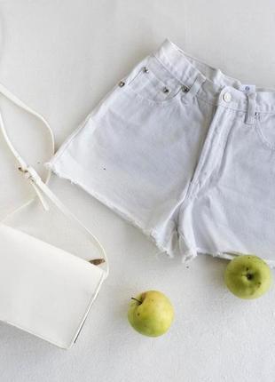 Фирменные джинсовые шорты mom