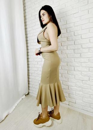 Бежевое платье миди бежевое с открытой спинкой