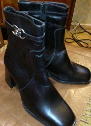 Ботинки женские зимние (кожа , натуральный мех) 36 р новые