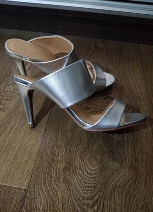 Босоножки сабо туфли на каблуке серебро