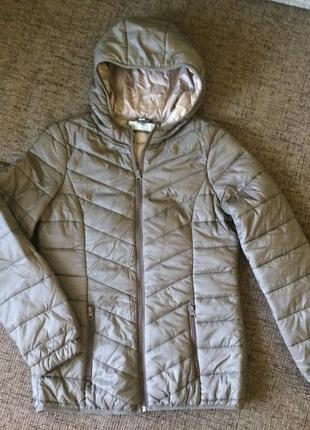 Новая непродуваемая куртка приталенная размер m